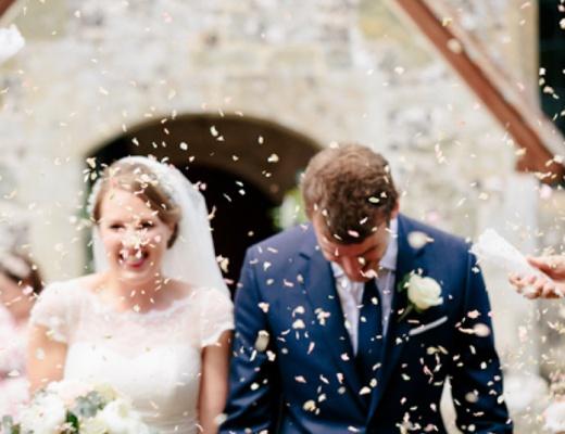 Die Gäste genießen die Hochzeit