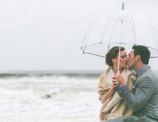 Hochzeitscheckliste - Paar am Strand