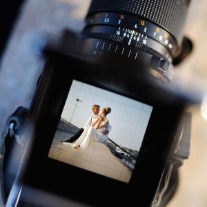 Hochzeitsvideo - Brautpaar auf Objektiv