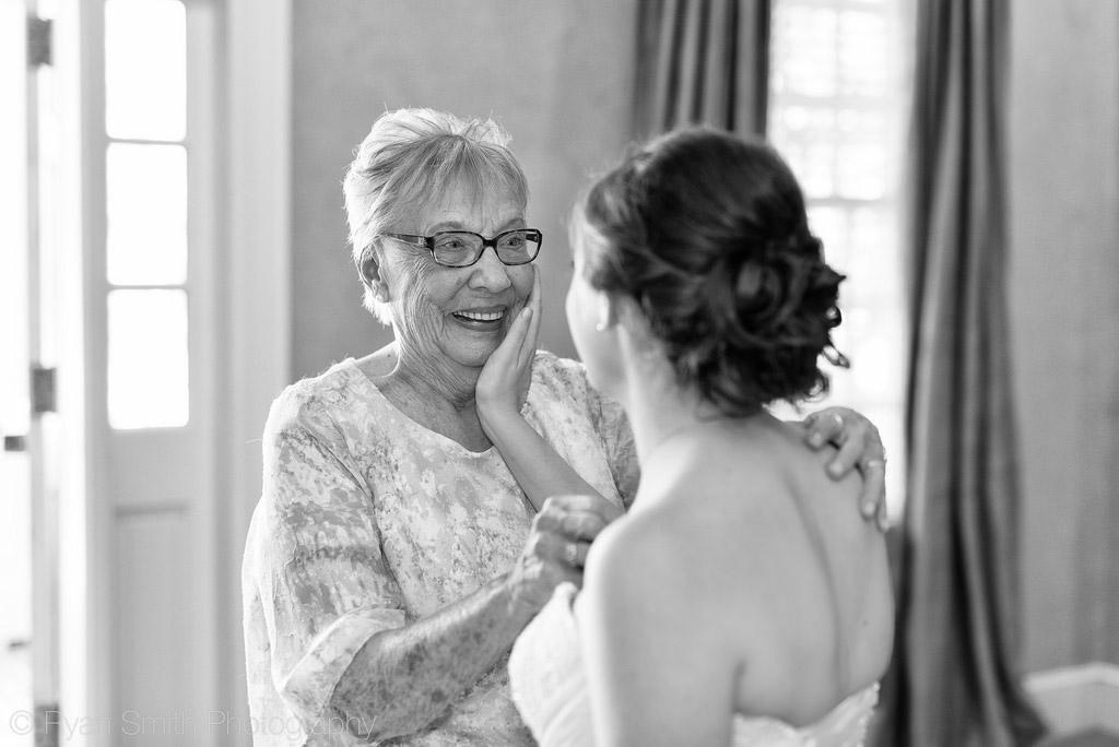 Hochzeitsvideo Oma-und-Braut