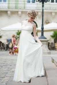 Brautkleid auf Treppe